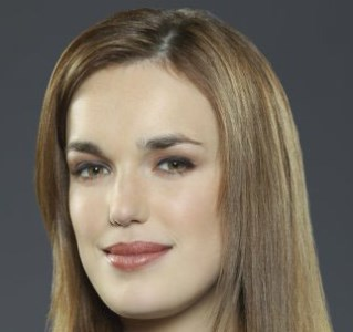 Elisabeth Henstridge01